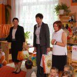 Kanclerz mgr Zofia Kozioł , wicekanclerz mgr Renata Mielak i dyrektor przedszkola mgr Urszula Ciężadło w sali zabaw