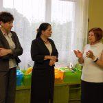 Dyrektor Urszula Ciężadło rozmawia z kanclerz mgr Zofią Kozioł obok wicekanclerz mgr Renata Mielak