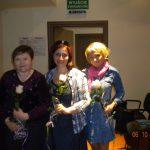 2012 Festiwal psychologii - uczestnicy z różami w ręku