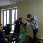 Studenci wykonujący ćwiczenia podczas warsztatów