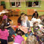 Studenci na spotkaniu z dziećmi