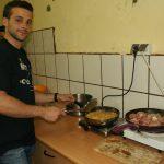 Javier w kuchni