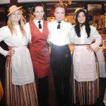 Grupa czterech pracownic hotelu w stronach służbowych wśród nich studentki Katarzyna i Aneta