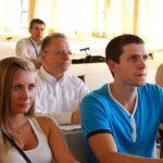Dwoje stypendystów programu Erasmus oraz prof. Leszek kozioł podczas konferencji