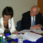 Prof. Leszek Kałkowski i dr Jolanta Stanienda podczas egzaminu dyplomowego