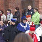 Nauczyciele akademiccy przed archikatedrą w Częstochowie