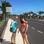 Lanzarote - Studentki na ulicy miasta