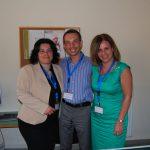 Radosław Pyrek z dwiema koordynatorkami Programu Earsmus z uczelni w Atenach