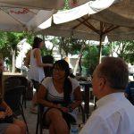 Profesor Leszek Kozioł podczas spotkania ze studentami - dwoje studentów MWSE oraz studentka z uczelni w Atenach