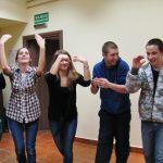 Uczestnicy poznają kolejny taniec