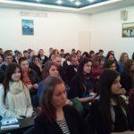 Uczniowie uczestniczący w wykładach