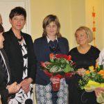 Przedstawiciele władz Uczelni: dr Jolanta Stanienda, prof. dr hab. Michał Woźniak, mgr Renata Mielak, dr Renata Smoleń dziękują ustępującemu zarządowi