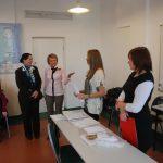Prezes koła pedagogicznego przedstawia kanclerz uczelni prowadzących zajęcia