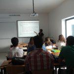 Studenci podczas wykładu, w głębi mgr Anny Mikos