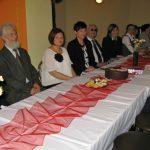 """Goście zaproszeni na czterolecie koła """"Paidagogos"""" przy wspólnym stole"""