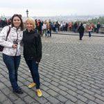 mgr Veronika Brunerova i mgr Karolina Chrabąszcz na placu w Hradczanach