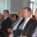 Nauczyciele akademiccy na sali obrad