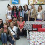Wspólne zdjęcie uczestników warsztatów z Dyrektor Iwoną Gurgul i Prezes Stowarzyszenia Weroniką Wrzesińską