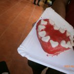 Serce z masy solnej na papierowej tacy