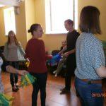 Studenci wykonujący układ taneczny