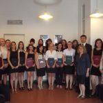 Grupa studentów specjalności Turystyka i rekreacja zdrowotna - seminarzyści z promotorami dr Anną Wilkońską i dr Wojciechem Maciejowskim