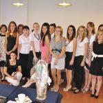 Grupa studentów specjalności Zarządzanie w edukacji z promotorem dr Renatą Smoleń