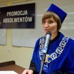 Dziekan Wydziału Zarządzania i Turystyki dr Jolanta Stanienda podczas wystąpienia