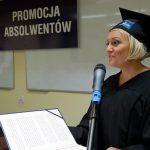 Przedstawicielka absolwentów mgr Marta Falińska podczas wystąpienia