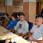 Uczestnicy stażów w Niemczech przy stole konferencyjnym