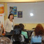 Pani Iwona Pasierb, doradca zawodowy w trakcie prowadzenia warsztatów