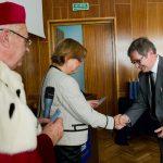 Wręczenie legitymacji Polskiego Towarzystwa Ergonomicznego dr Kazimierzowi Barwaczowi