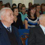 Rektor prof. dr hab Michał Woźniak oraz prof. dr hab. Zenon Muszyński podczas prezentacji