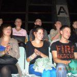 Studenci siedzący na widowni podczas koncertu