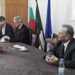 Pracownicy MWSE przy stole konferencjyjnym w trakcie spotkania z władzami University of Agribusiness and Rural Development