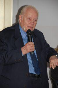 Prof. dr hab. Leszek Kałkowski z mikrofonem