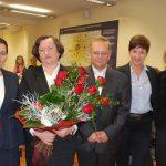 Zdjęcie grupowe. Od lewej stoją: kanclerz mgr Zofia Kozioł, prof. Elżbieta Skrzypek, prof. Leszek Kozioł, wicelanclerz mgr Renata Mielak, dziekan dr Jolanta Stanienda