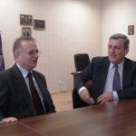 Trakia University - przy stole w gabinecie dziekana siedzą prof. Leszek Kozioł i dziekan prof. Ivan Georgiev