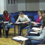 Uczestniczki warsztatów podczas wypełniania ankiety