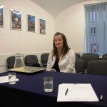 Stuentka przed komisją rekrutacyjną w trakcie rozmowy