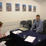 Student turystyki i rekreacji w trakcie rozmowy kwalifikacyjnej