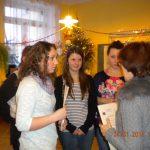 Studentki z koła Paidagogos dziękują wychowawczyni klasy, w które prowadzone były warsztaty