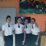 Grupa czterech młodych kobiet w strojach służbowych