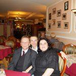 Sala restauracyjna - przy stole siedzą od lewej prof. Leszek Kozioł, mgr Radosław Pyrek, prof. Androniki Kavoura