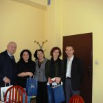 Grupowe zdjęcie w gabinecie Rektora. Od lewej stoją Michał Woźniak, Androniki Kavoura, Zofia Kozioł, Marikita Papamichalis, Radosław Pyrek