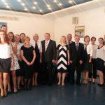 Grupa absolwentów specjalności Zarządzanie firmą z promotorem dr Jolantą Staniendą