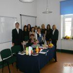 Grupa absolwentów specjalności Rekreacja ruchowa w odnową psychosomatyczną z promotorem dr Krzysztofem Męką