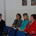 Od prawej Wicekanclerz mgr Renata Mielak, Pani Dziekan dr Renata Smoleń, Kanclerz mgr Zofia Kozioł oraz mgr Radosław Pyrek