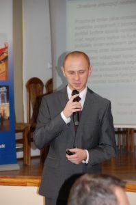 Pan mgr Maciej Markowicz podczas wystąpienia