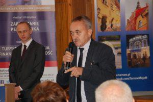 Pan dr Michał Korbelak w trakcie debaty