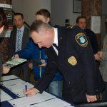 Rejestracja uczestników - od lewej - Pan mgr Radosław Pyrek i Pan Tadeusz Pawlik - Komendant Straży Miejskiej w Tarnowie